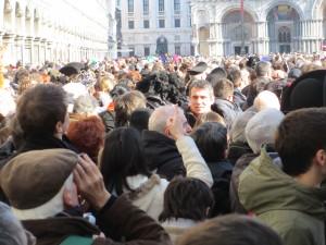 markusplatz-menschnmenge
