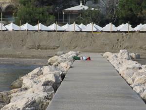 Sand vor den Hütten (Foto R.W.)