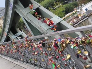 Schlösser auf dem Eisernen Steg in Frankfurt  (Foto R.W.)
