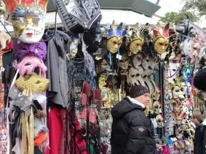 Masken in Massen (Foto R.W.)