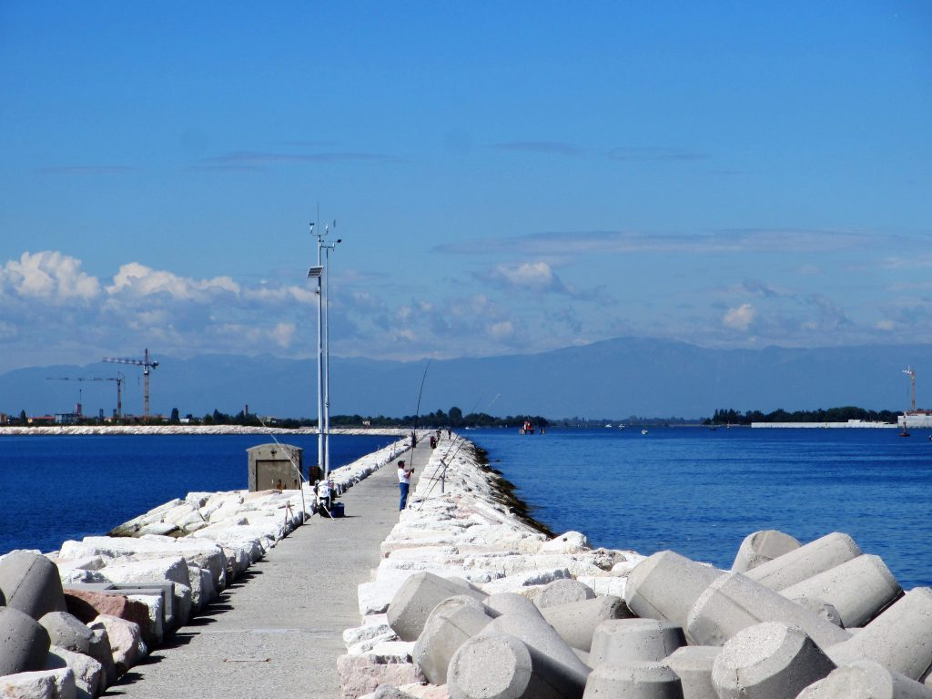 Die Fahrrinne für Kreuzfahrtschiffe vor Lido (Foto R.W.)