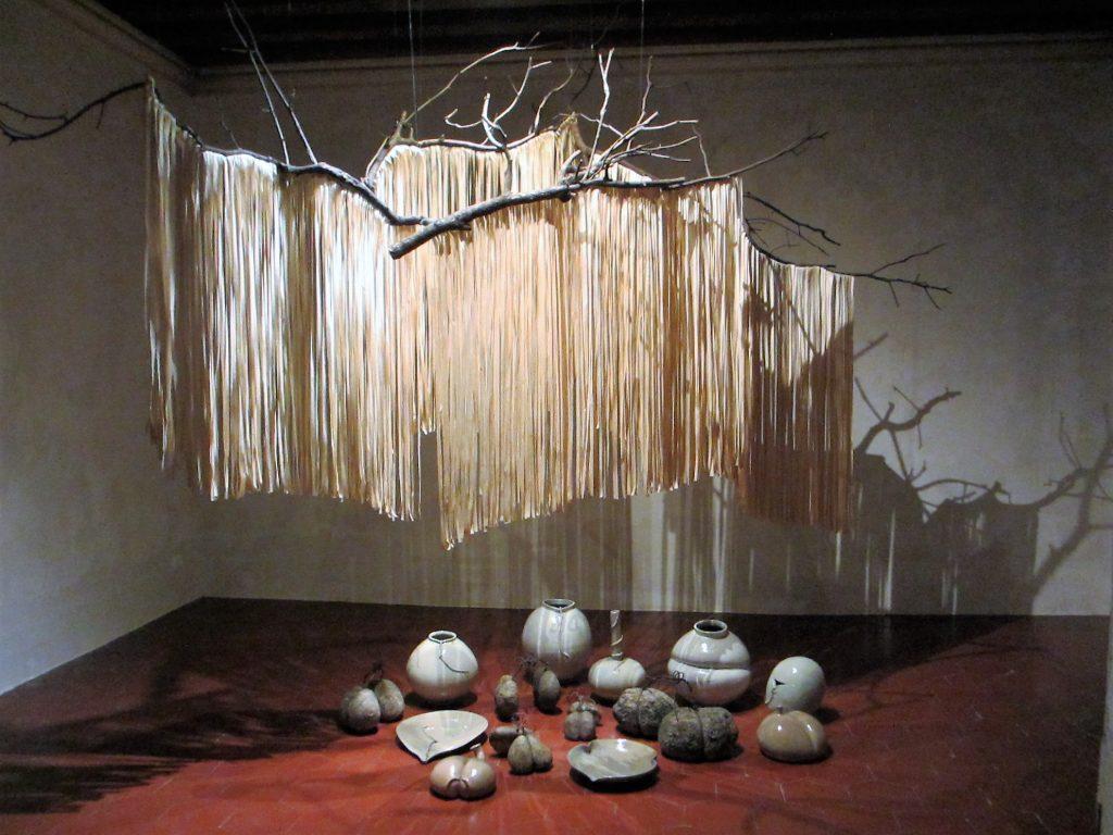 Paper Tree, Steine und Pozellan von Lee, 1970 (Foto R.W.)