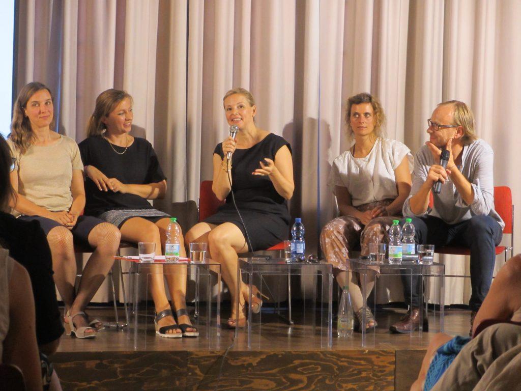 Vlnr: Heike Gallmeier, Johanna von Monkiewitsch, Petra Schaefer, Inga Kerber, Klaus Kleine (Foto R.W.)